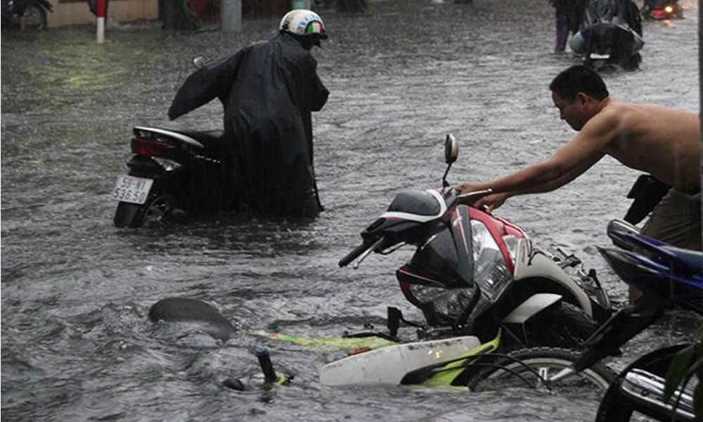 Giữ an toàn khi đi xe máy vào mùa mưa