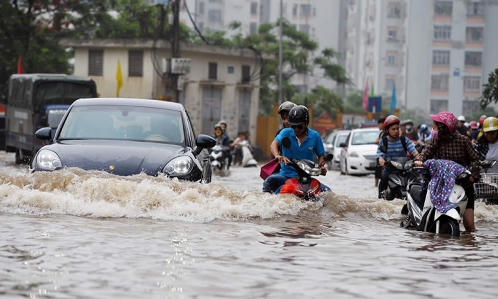 Đi xe máy vào mùa mưa an toàn